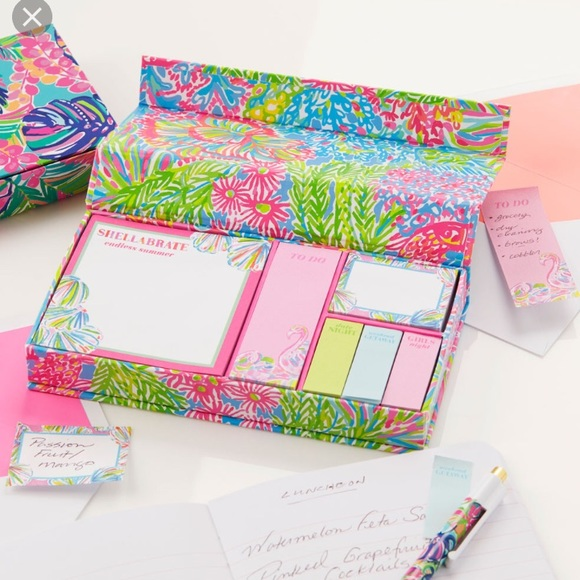 NWT Lilly Pulitzer Sticky Note Set   Loveru0027s Coral